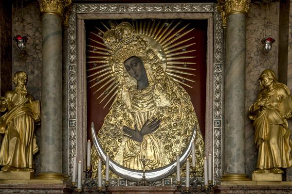 Ostrobramska Matka Boża Królowa Korony Polskiej